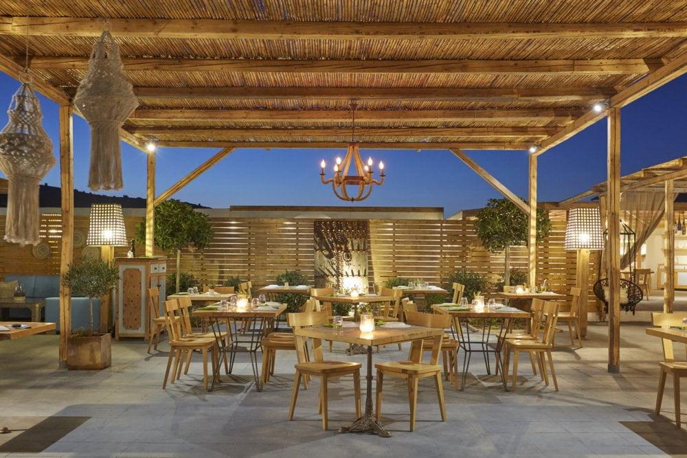 fougaro beach bar santorini wedding 5